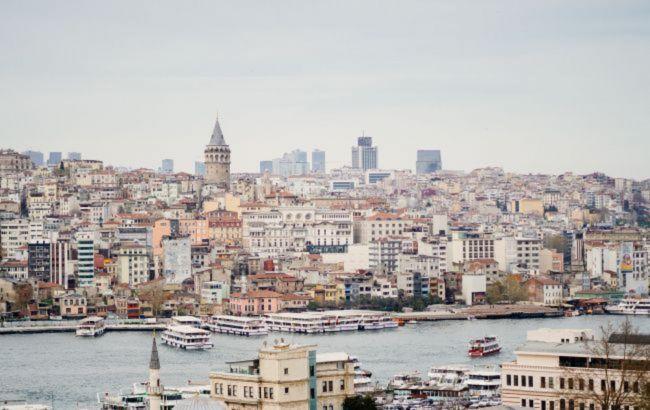В Турции открылись кафе и рестораны, а дети вернулись в школы