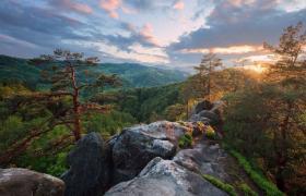 """Фото: Захід сонця на вершині скелі Соколине око"""", Сергій Рижков (ua.wikimedia.org)"""