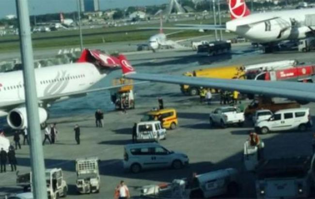 В аеропорту Стамбула зіткнулися два пасажирські літаки