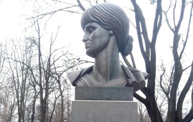 Фото: Памятник Анне Ахматовой (facebook.com/klimetin)