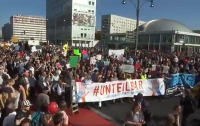 У Берліні понад 240 тис. людей вийшли на акцію проти расизму
