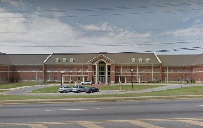 Стрілянина в школі в Алабамі: загинула дівчина