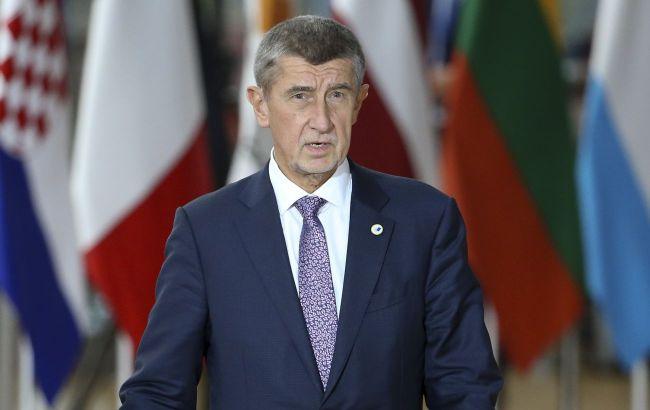 Прем'єр Чехії відповів на слова Земана про нову версію вибухів на складах