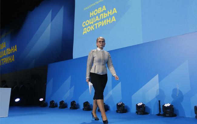 Тимошенко планує запровадити комплексну програму підтримки молоді