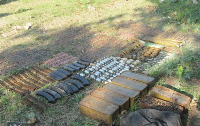 Фото: арсенал оружия в Луганской области (npu.gov.ua)