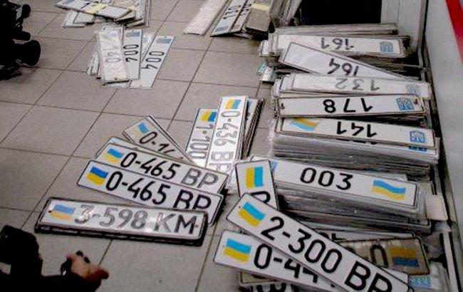 Правительство обещает ликвидировать дефицит автомобильных номеров