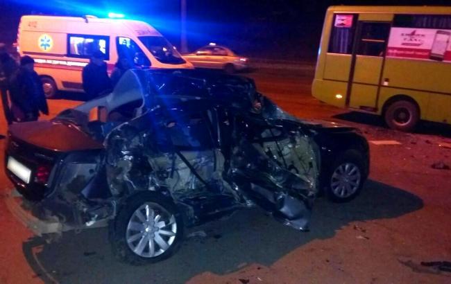 Фото: в Харькове маршрутка столкнулась с автомобилем
