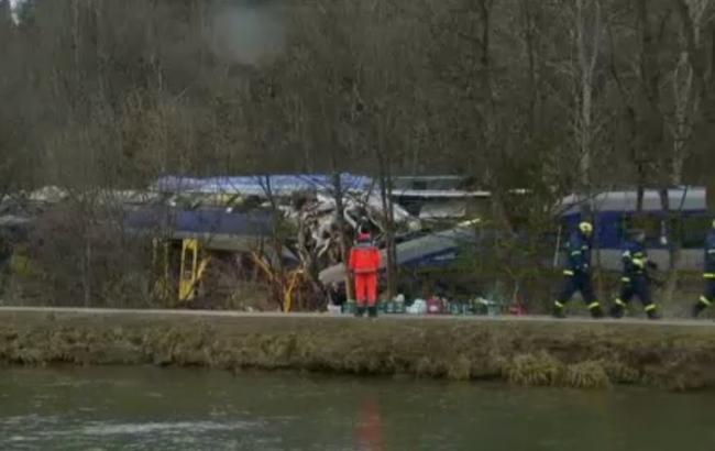 У Німеччині товарний потяг зіткнувся з пасажирським, є загиблі і поранені