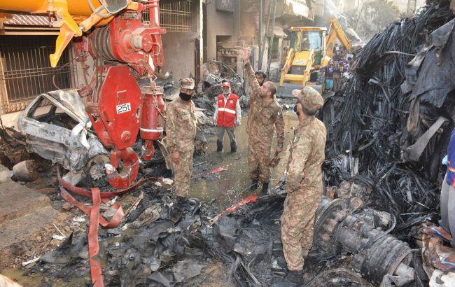 Жертавами авіакатастрофи в Пакистані стали 92 людини