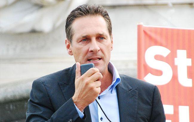 В Австрии требуют отставки вице-канцлера из-за сговора с россиянами