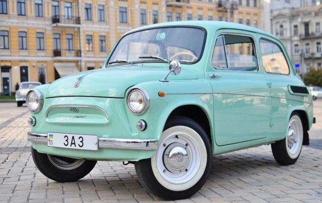 """ЛАЗ наших олимпийцев и кабриолет """"Таврия"""": на OldCarLand покажут первые украинские авто"""