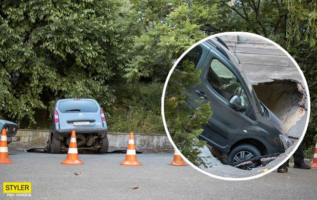 В центре Киева авто провалились под землю: асфальт просто треснул (фото)