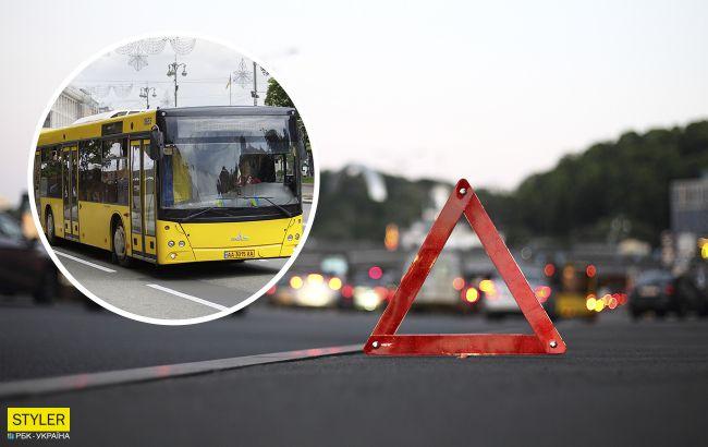 В Киеве столкнулось лоб в лоб два пассажирских автобуса: видео с места ЧП