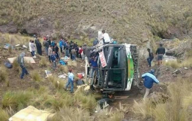 В Перу автобус упал в пропасть, 10 человек погибли