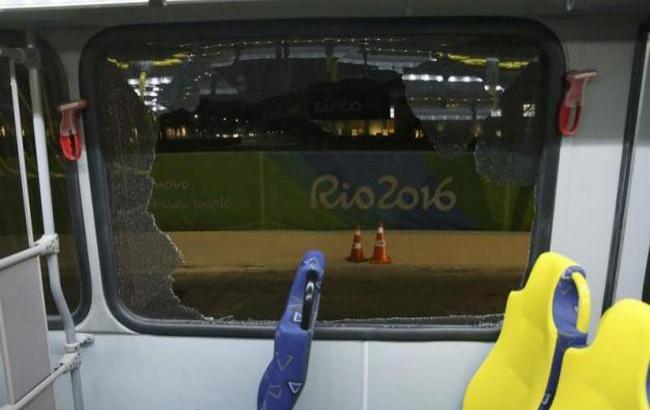 Фото: в Рио-де-Жанейро обстреляли автобус с журналистами