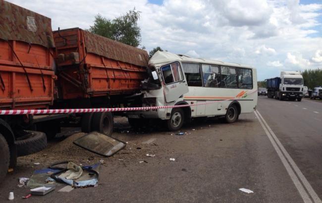 Фото: аварія на трасі в Міллеровському районі