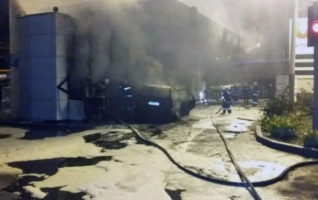 Фото: автомобіль вибухнув на АЗС в Одесі
