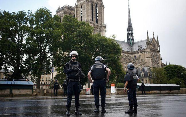 У передмісті Парижа спалахнула пожежа, є постраждалі