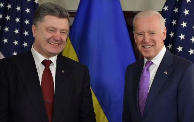 Фото: Петр Порошенко и Джозеф Байден обсудили последние события в Крыму
