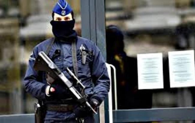 В районі затримання підозрюваного у терактах в Парижі пролунали вибухи