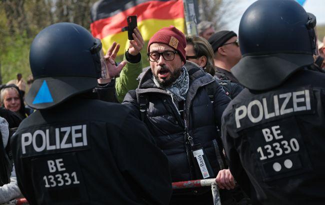 В Берлине протестовали противники карантина, задержали почти 600 человек