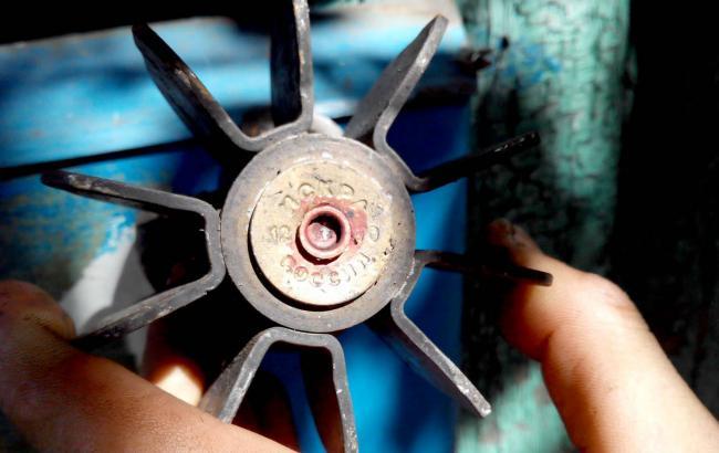 Фото: хвостовик від російської міни, знайдений на місці обстрілу житлового будинку у Мар'їнці