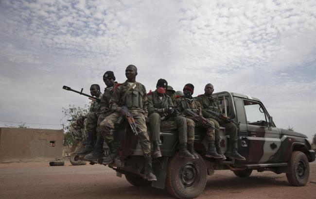 В итоге захвата базы вМали погибли 17 солдат, 35 пострадали— AFP