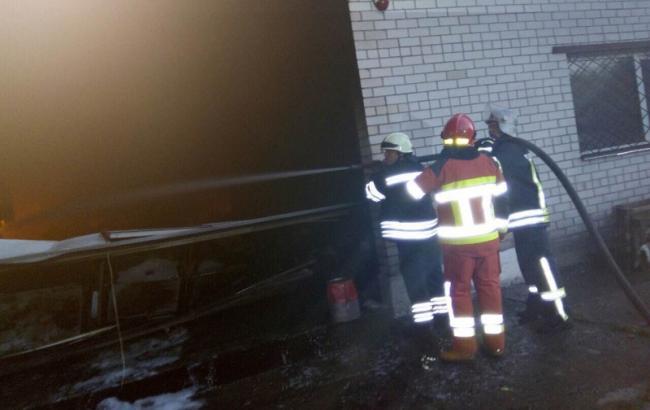 Фото: пожар на предприятии под Броварами полностью ликвидирован