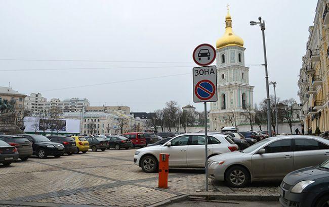 Застройщики против автомобилей: чиновники не хотят решать проблему парковок