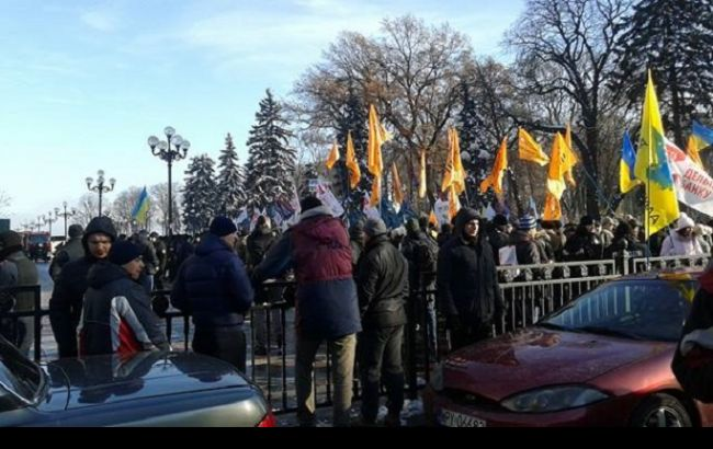 Фото: митингующие собрались под Верховной Радой