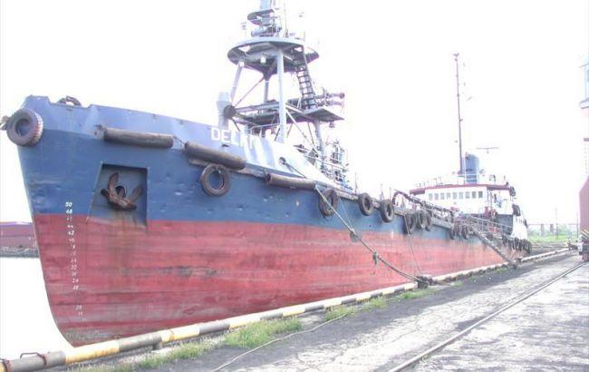 В Одесском заливе танкер сорвало с якоря и относит в сторону Ланжерона