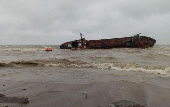"""Владелец затонувшего танкера """"Делфи"""" до сих пор не убрал его"""