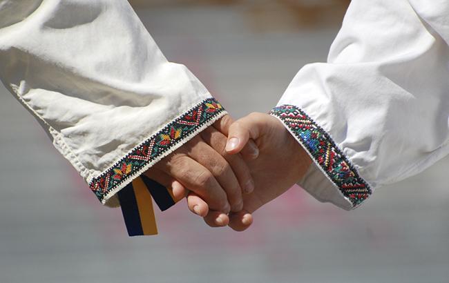 Статус русского языка волнует лишь 1% украинцев— опрос