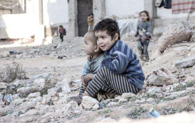 Фото: в Сирии полмиллиона детей почти полностью отрезаны от мира