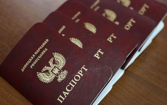 Фото: працівнику прокуратури, затриманому з паспортом ДНР, оголошено про підозру