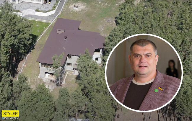 """Журналісти показали величезний будинок у сосновому лісі колишнього """"кварталівця"""" Юзіка"""