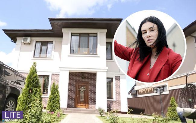 """Анастасія Приходько показала свій розкішний особняк з люстрою за 30 тисяч і """"коконами"""""""