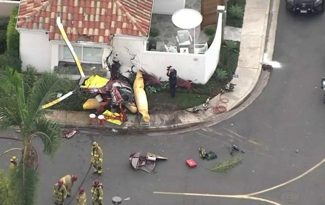 У Каліфорнії вертоліт врізався в будинок, три людини загинули