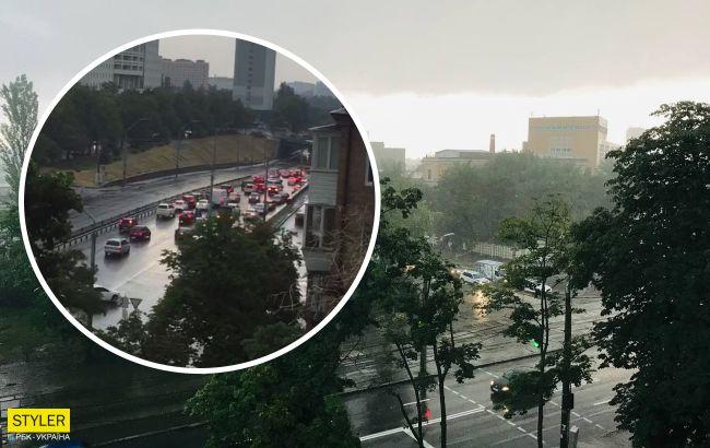 Київ накрив скажений вітер зі зливою: відео раптової бурі