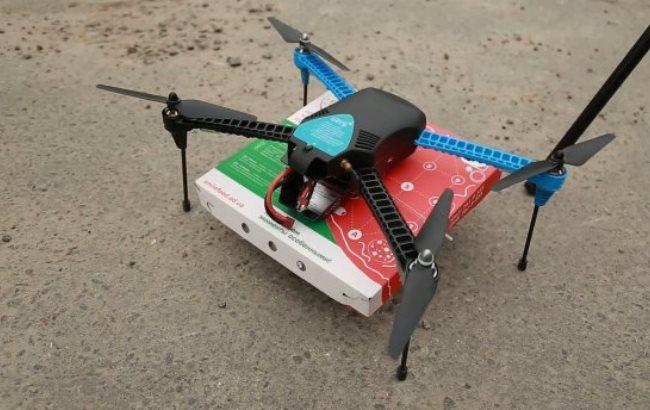 Фото: Первая доставка пиццы дроном (24tv.ua)