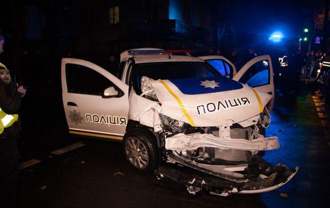 У Києві поліцейський автомобіль зіткнувся з таксі, є постраждалі