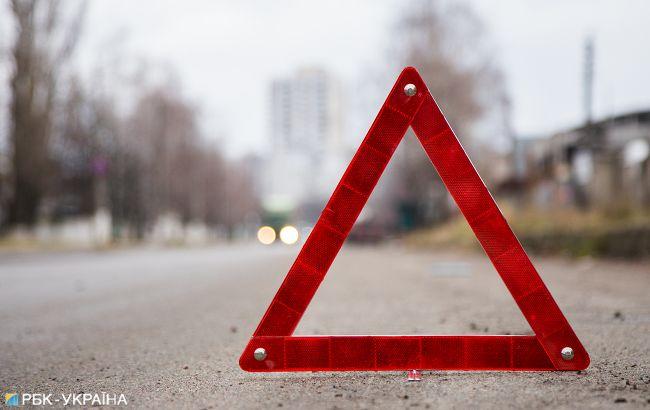 У Києві зіткнулися чотири автомобілі, один з них перевернувся