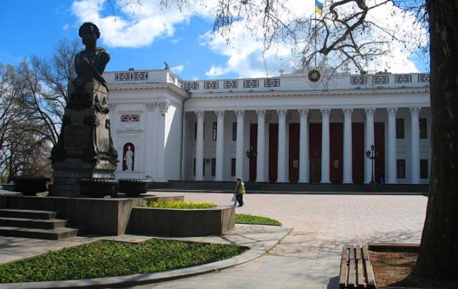 "Фото: в Одессе на Думской площади нашли сумку с ""коктейлями Молотова"""