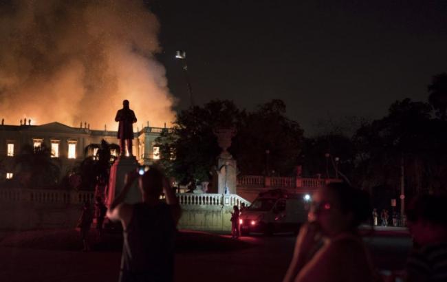 В Бразилии сгорел исторический музей с миллионами экспонатов