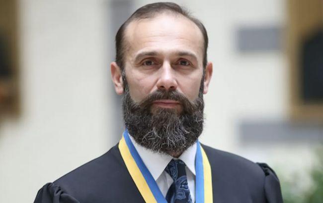 Суддя Ємельянов стверджує, що його звільнили незаконно