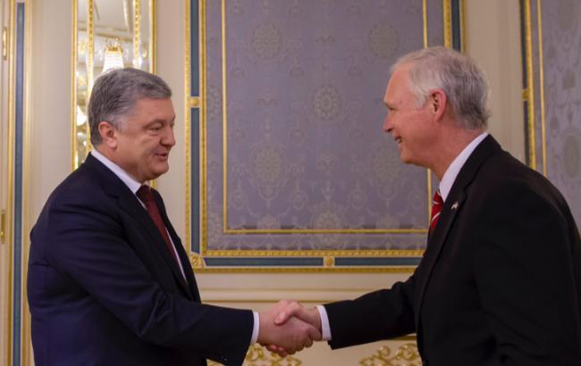 Порошенко провел встречу с сенатором США Джонсоном