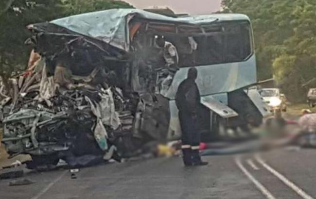 У Зімбабве зіткнулись 2 автобуси, загинуло 47 осіб