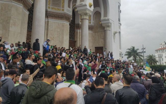 В Алжире в университетах из-за протестов объявили досрочные каникулы