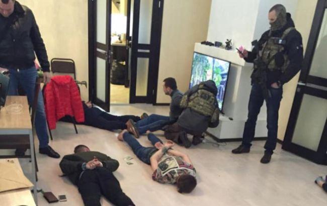 Правоохоронці затримали учасників крупної мережі з продажу наркотиків