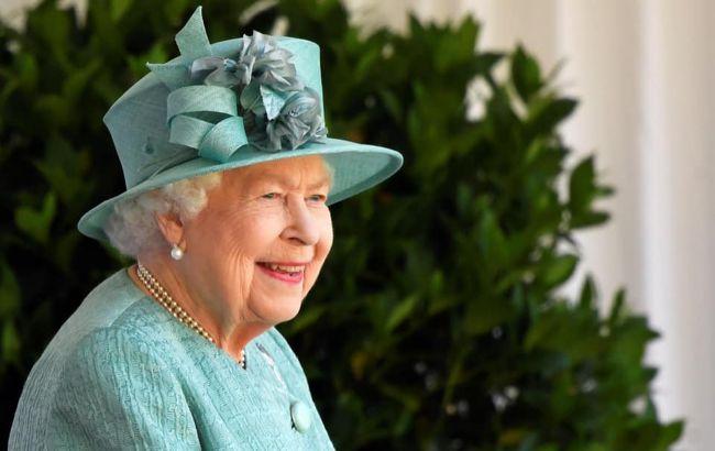 Елизавета II впервые за девять месяцев вышла на публику с членами королевской семьи